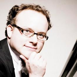 Pianist Nicolas Hodges