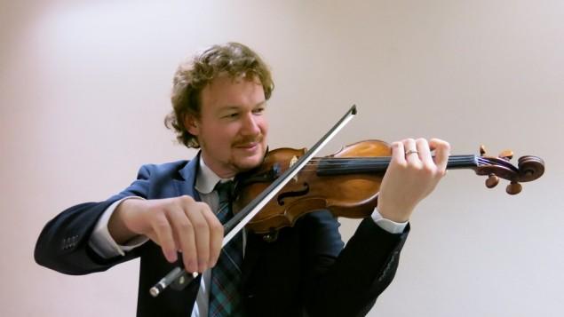 Gabriel Dyker playing his violin
