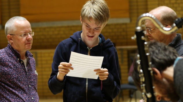 David Horne works with young composers at Feel the Buzz